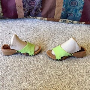 Michael Kors green dyed Pony hair wooded sandals 7